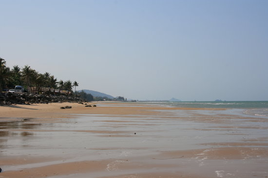 Pranburi, Thailand: beach outside evason