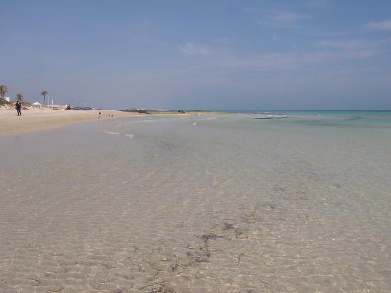 Houmt Souk, Tunisie : spiaggia davanti al villaggio
