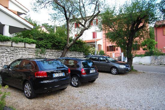 Albergo Aurora Garni: parking