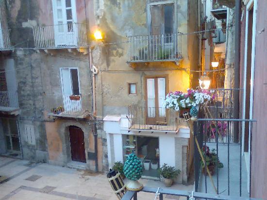 Antica Dimora San Girolamo : Square in front of hotel