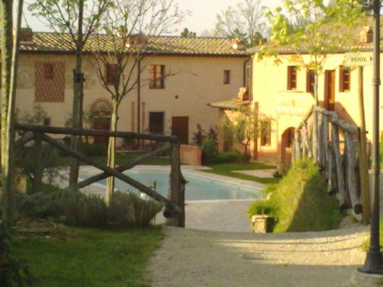 Borgo la Fornace: residenza con piscina