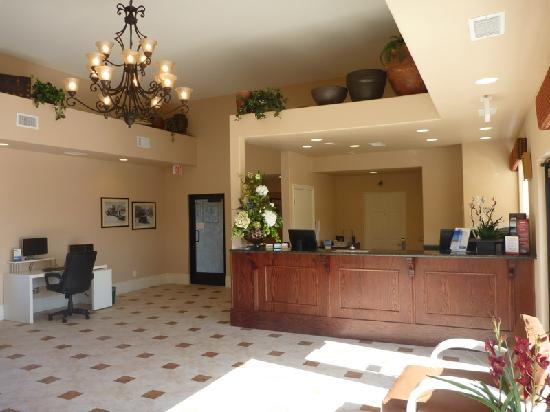 Travelodge Inn and Suites Yucca Valley/Joshua Tree Nat'l Park: Lobby