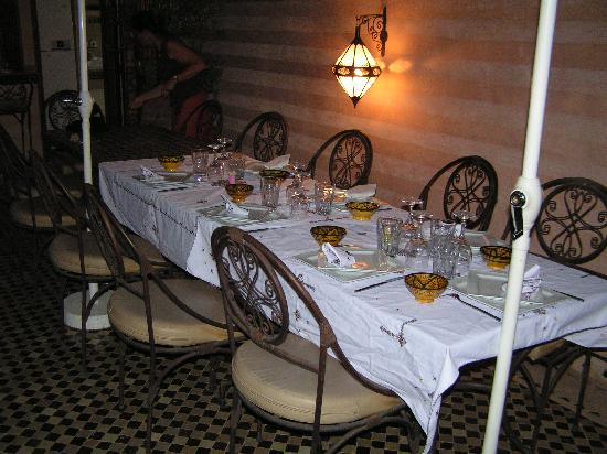 Riad et Dar Maison Do: A table