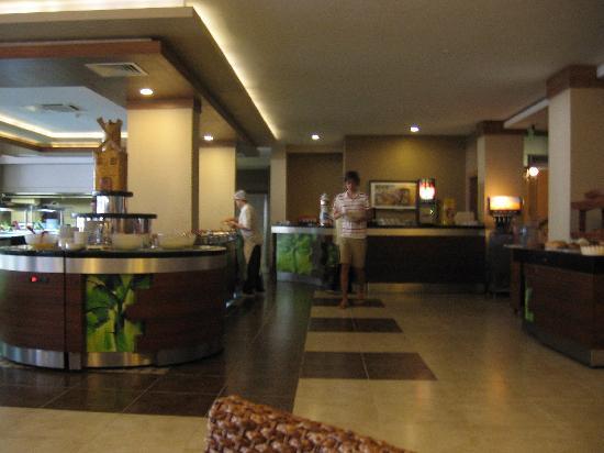 Ambassador Plaza Hotel : salle restaurant très propre