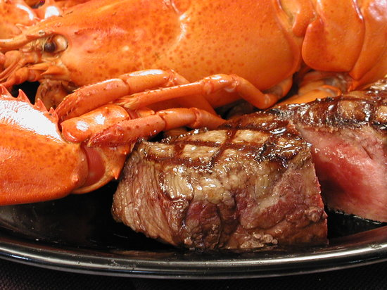 Bull And Claw: Meat & Seafood Combos