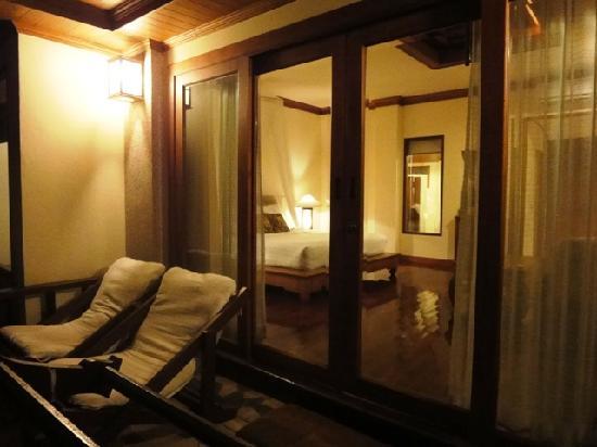 Sunrise Tropical Resort: balcony and glass windows