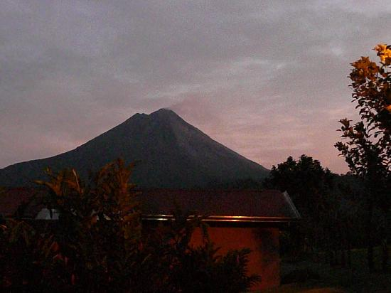Arenal Springs Resort and Spa: coucher de soleil sur le volcan