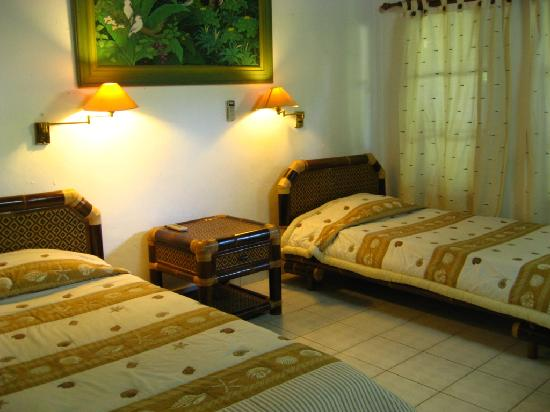 Hotel Flamboyan: Beds