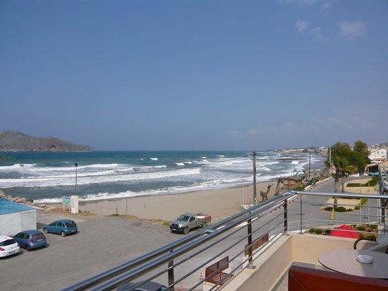 Porto Platanias Beach Resort & Spa: Utsikt fra balkong mot strand