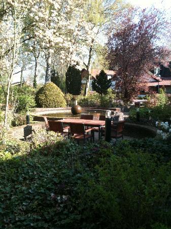 Apollo Hotel de Beyaerd: Garden in the center of the hotel buildings
