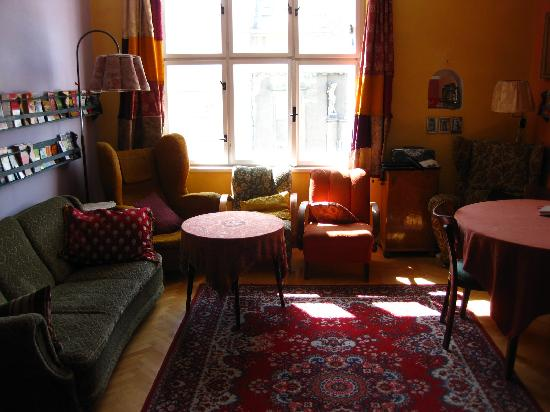 Cosy Corner Hostel: The main living room.