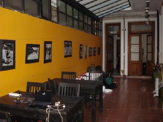 Rayuela Hostel: Sala común