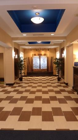 Holiday Inn Express Columbia: Lobby Seating