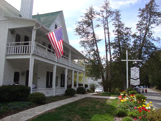 White Gull Inn: Front view