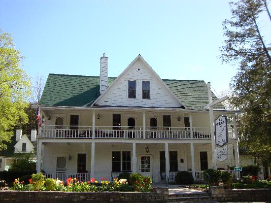 White Gull Inn: Inn from front