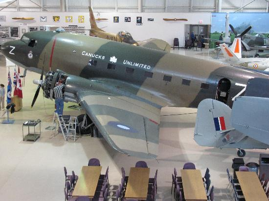 Mount Hope, Canadá: One of the many planes at the museum