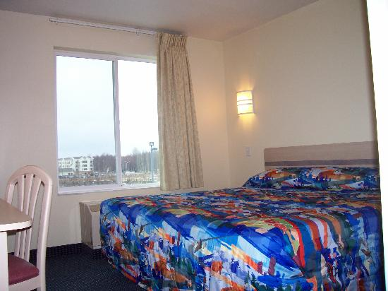 Motel 6 Anchorage Midtown: comfortable king bed