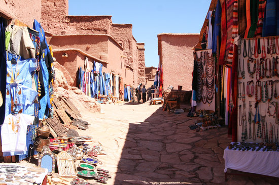 Ait Ben Haddou alleys lined with souveneir shops