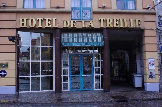 Hôtel de la Treille : Front of hotel