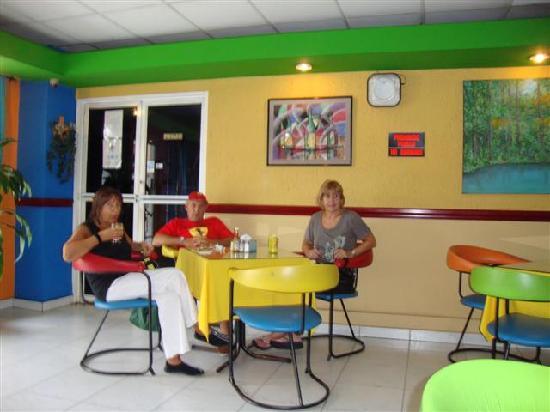 Hotel California: salòn comedor bien caribeño