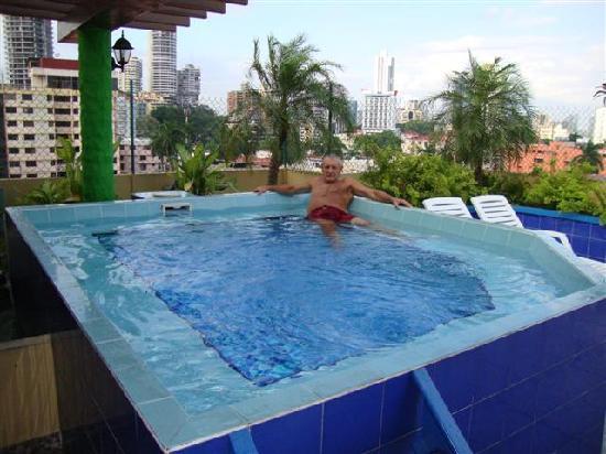Hotel California: yacuzzi  en la terraza