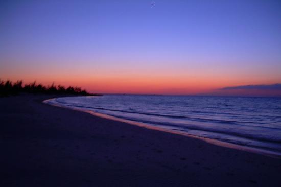 Hotel Brisas Covarrubias: La plage le soir