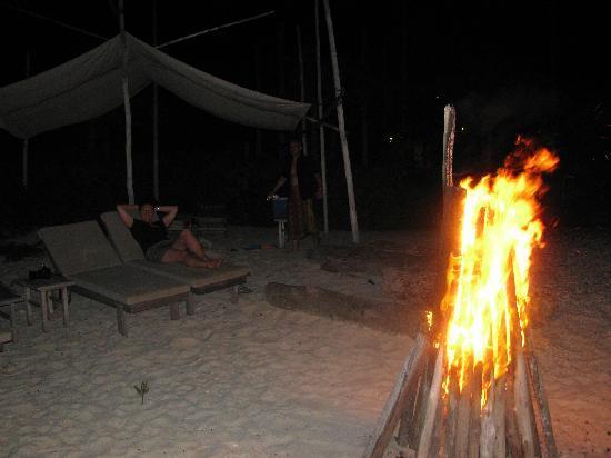 Nikoi Island: Privates Feuer