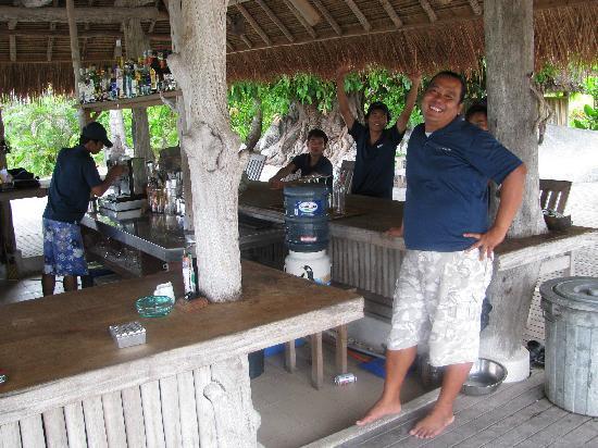 Nikoi Island: Yogi mit seinem Anhang