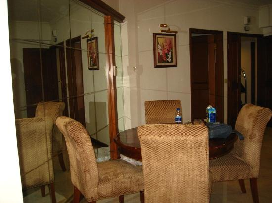 Puri Casablanca Serviced Apartment: Dining area