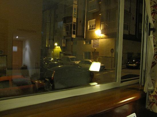 Rafaelhoteles Ventas: Street outside the room