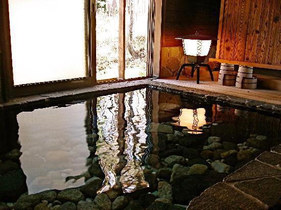 ฮากุบะ-มูระ, ญี่ปุ่น: The Private Bath