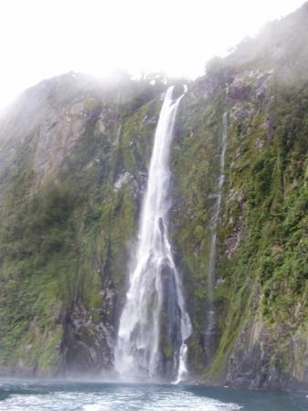 Milford Sound, Nuova Zelanda: waterfall:)