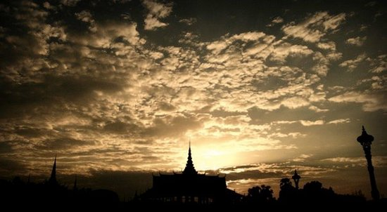Phnom Penh, Kamboçya: sunset at the royal palace