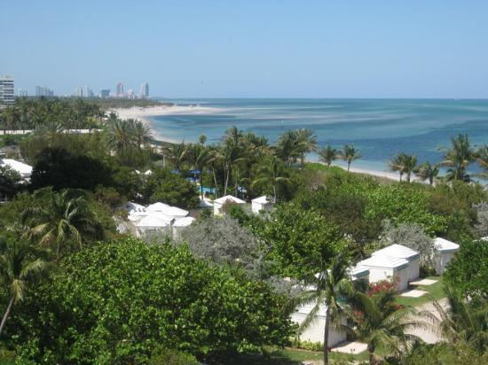 Key Biscayne, Floryda: ...from the Key... view of downtown Miami in the distance.