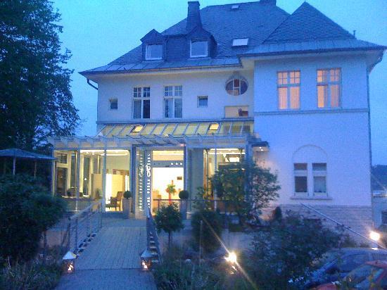Hotel Villa Hugel: Villa Hügel bei Nacht