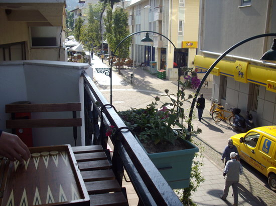 Urkmez Hotel: The street  below the hotel