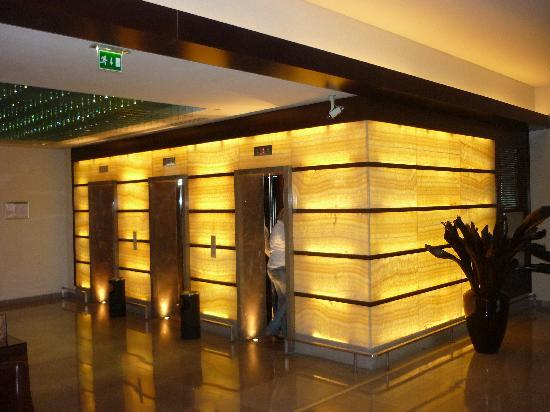 Radisson Blu Hotel Bucharest: la cage d'ascenseur