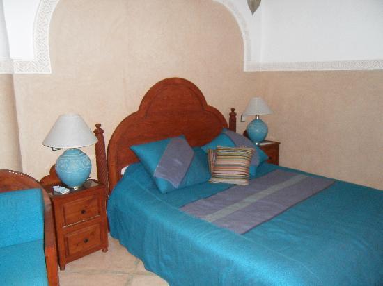 Riad et Dar Maison Do: chambre spacieuse et confortable
