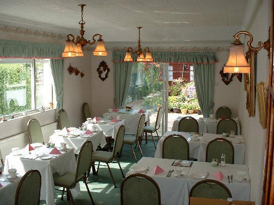 Park View: Breakfast room overlooking garden