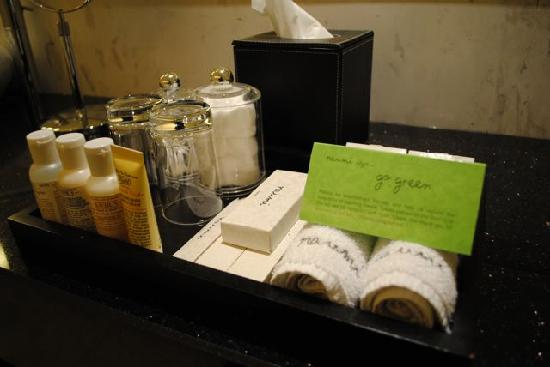 Naumi Hotel: bathroom stuff