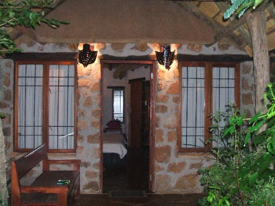 Rustenburg, Sydafrika: Our cottage at night