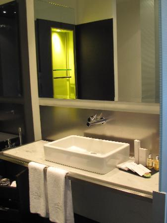 Sixtytwo Hotel : Bathroom, Room 402