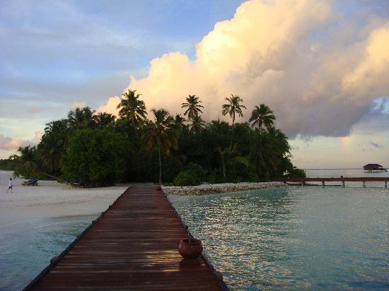 Hotel Medhufushi: soirée ponton pilotis