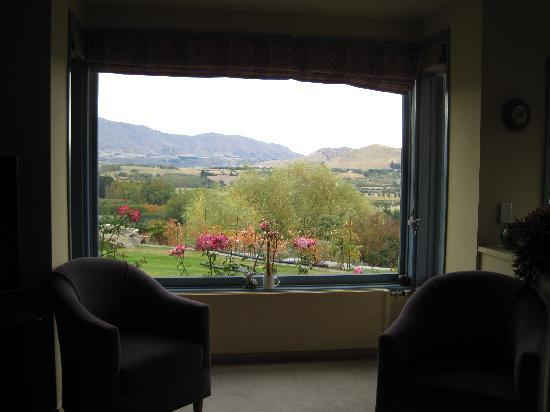 "Crown View Bed & Breakfast: Looking at ""The Remarkables"" mountain while sipping your coffee"