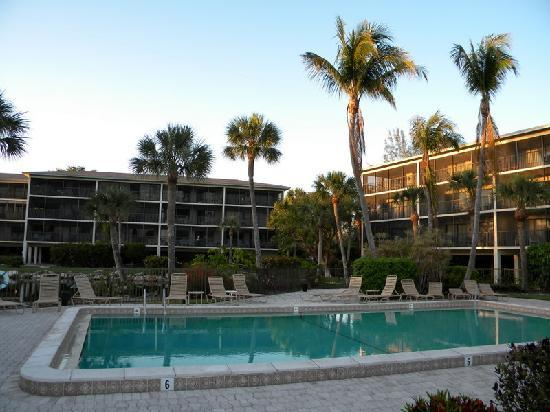 Sand Pointe Condominiums: Sand Pointe pool