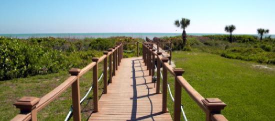 Sand Pointe Condominiums: Sand Pointe boardwalk