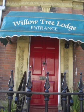 Willow Tree Lodge Hotel: enterance