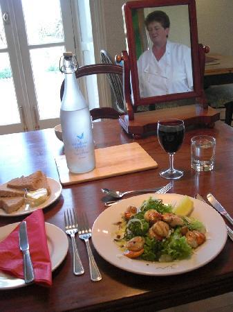 Bangors Organic Bed & Breakfast: Gill serves up yet another delicious appetizer