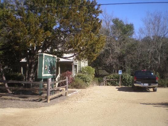 Wimberley Inn: Street View