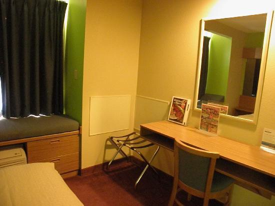 Microtel Inn & Suites by Wyndham Pigeon Forge: desk in bedroom area